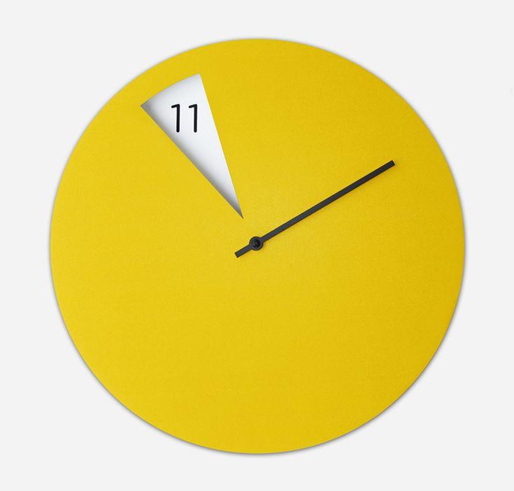 sabrina fossi's minimally designed freakish wall clock