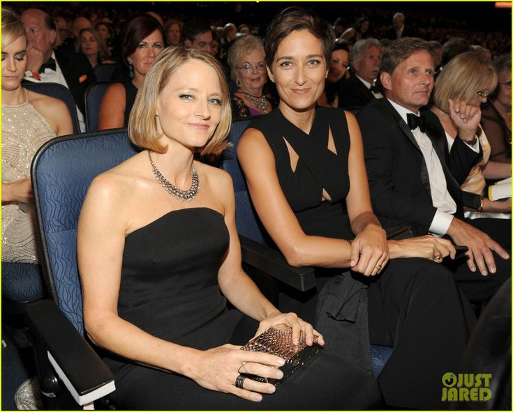 Jodie Foster Attends Emmys 2014 with Wife Alexandra Hedison! | jodie foster wife alexandra hedison emmys 2014 03 - Photo