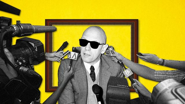 """Michel Foucault """"ha dedicato la sua carriera a una minuziosa critica del potere del moderno stato capitalista borghese"""", dice Alain de Botton. Il filosofo francese, nato da una famiglia ricchissima, è stato una figura rivoluzionaria molto popolare. Le sue idee ci aiutano a migliorare il nostro modo di vivere e a mettere in discussione le idee dominanti della nostra epoca. Leggi"""