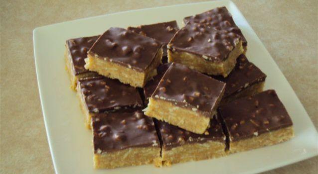 Γλυκό ψυγείου με ζαχαρούχο γάλα με επικάλυψη σοκολάτας με φουντούκια