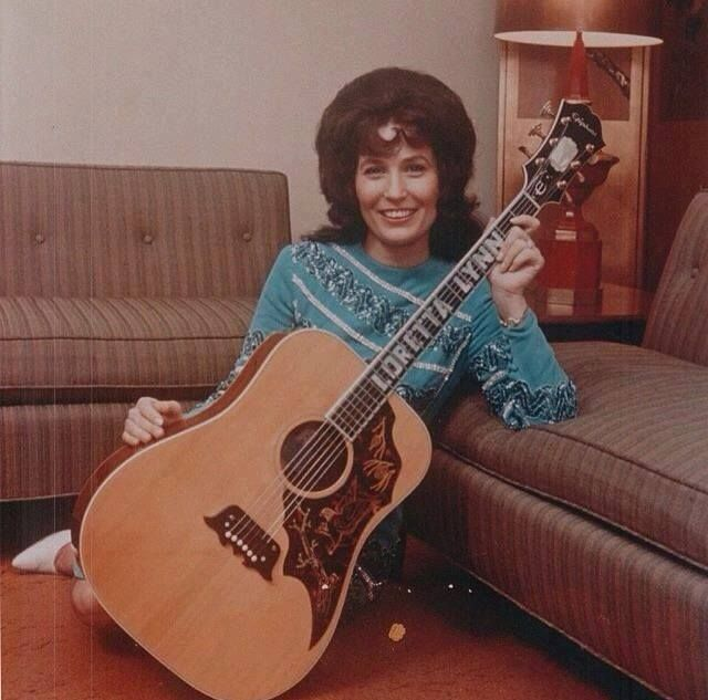 Loretta Lynn poses in the home of Patsy Cline, 1964/65