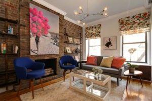 Traditionellen Backsteinmauer erfolgt zentral in diesem modernen Wohnzimmer. Foto von Facette 14 Studio