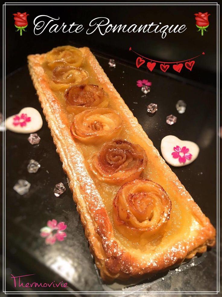 Une tarte aux pommes pleine d'amour, de romantisme, le dessert idéal pour fêter la Saint Valentin ou tout simplement faire plaisir pour la fête des mères.. Ou des grands mères! Je préfère 100 fois cette tarte à un simple bouquet de roses.. Car ces roses...