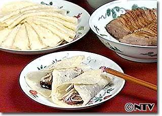 ウー先生のお宅ではニセ北京ダックとよばれて大人気、薄いクレープに包んでいただきましょう。「鴨のはちみつ焼き&春餅(チュンピン)」のレシピを紹介!