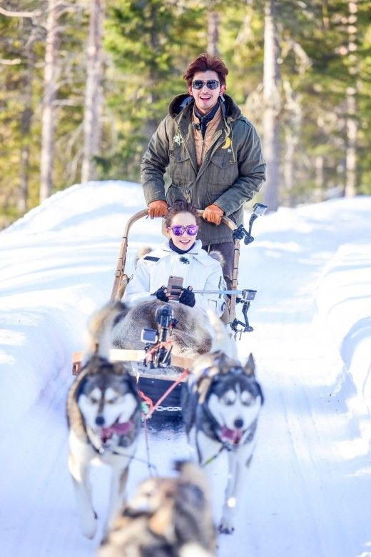 """Actress Song Ji Hyo and Taiwanese actor Chen Bolin explore the Finnish winter in the latest stills for the Chinese version of the popular show """"We Got Married,"""" entitled """"We Are in Love."""" Following their adventures in the freezing Seoul and tropical Bali, the virtual couple recently traveled t..."""