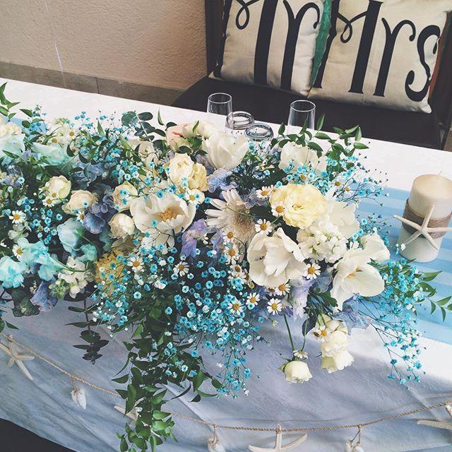 raque_rie on Instagram pinned by myThings 新郎新婦さまお二人でお気に入りの水色のかすみ草を会場にたくさんアレンジしました。 ご結婚おめでとうございます✨ #flowers #wedding #RaQue #プレ花嫁 #メインテーブル装花