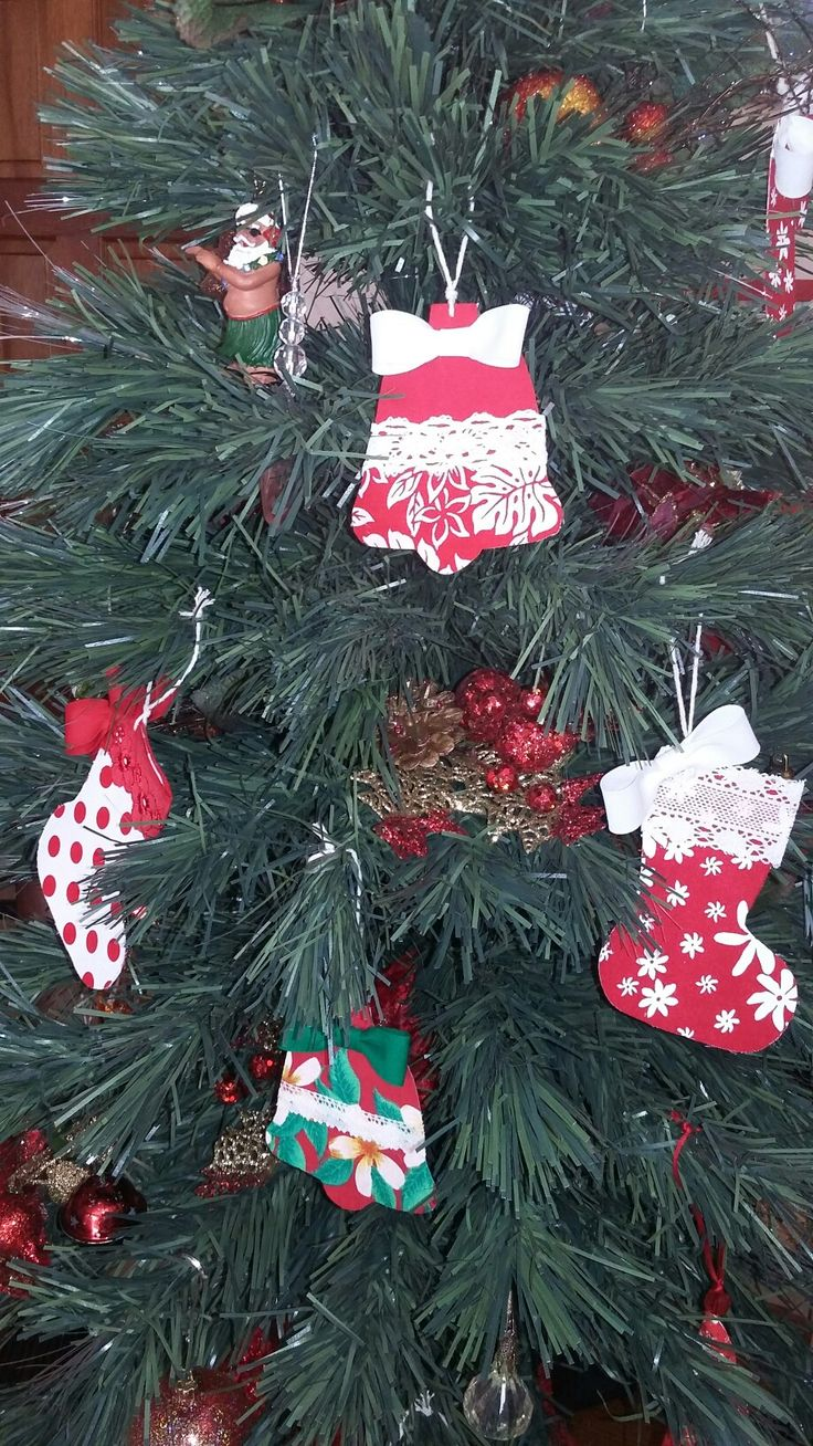 Tahitian Christmas tree & ornaments