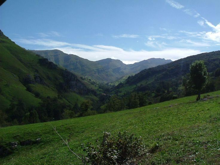 Vistas desde el Albergue Alto Miera en Cantabria, España #paisajes-españa #albergue #altomiera