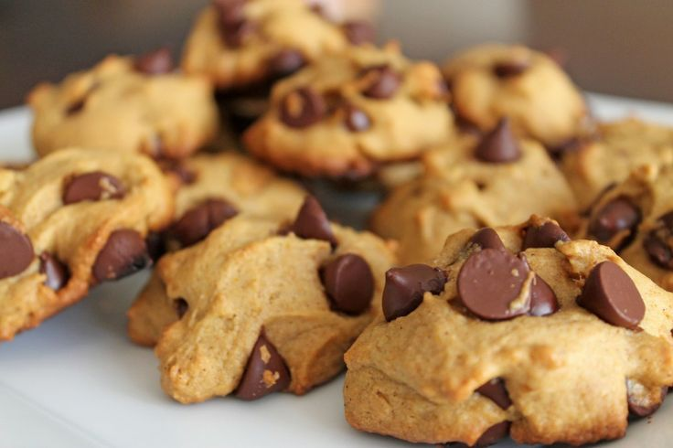 Pumpkin Dark Chocolate Chip Cookies {replace whole wheat flour with ...
