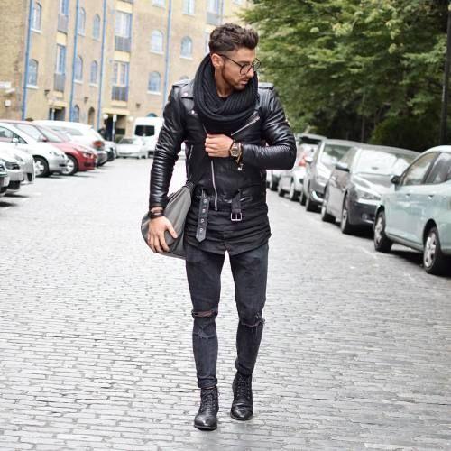 2015-12-16のファッションスナップ。着用アイテム・キーワードはシャツ, ダブルライダースジャケット, デニム, バッグ, ブーツ, マフラー・ストール, メガネ, ライダースジャケット, 黒シャツ, 黒パンツ,etc. 理想の着こなし・コーディネートがきっとここに。| No:132538