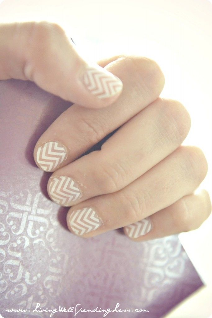 Chevron nail art ideas for Mother's Day manicures.