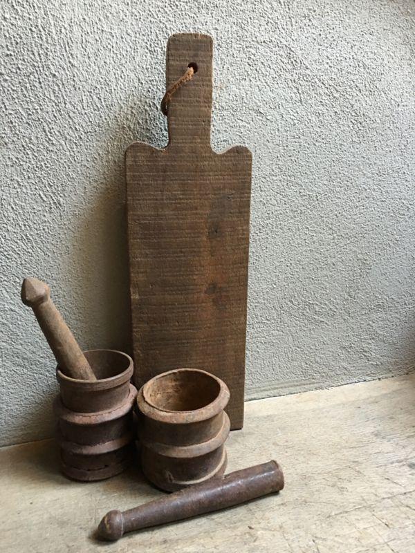 Landelijke industriële oude ijzeren metalen roest oud vijzel vijzelpot