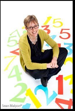 Rachel Ward is geboren in 1964. Ze studeerde aardrijkskunde en werkte jarenlang voor de lokale gemeente. In 2003 begon zij met het schrijven van romans voor tieners en jonge volwassenen. Haar eerste roman, 'Numeri', werd gepubliceerd 2009 en werd genomineerd voor de Waterstones Children's Book Prize. In 2006 won ze een literaire prijs op het Frome Festival met een kortverhaal, dat later het eerste hoofdstuk van 'Deadline' werd. Rachel Ward is getrouwd, heeft twee kinderen en woont in Bath.