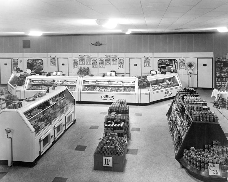 This is what the 1940 store looked like inside, with the wide aisles that would become a Publix signature. In addition to its fancy electric doors, the store featured new innovations like in-store music, fluorescent lights, flower and donut shops, and -- this is huge! -- air conditioning.