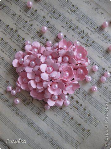 Поделка изделие 8 марта Валентинов день День рождения Ассамбляж Сердце из цветов магнит Бумага Бусины Картон гофрированный фото 1