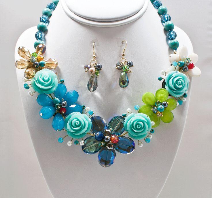 http://kareliafj.tictail.com/product/flower-necklace-earring-set-363454