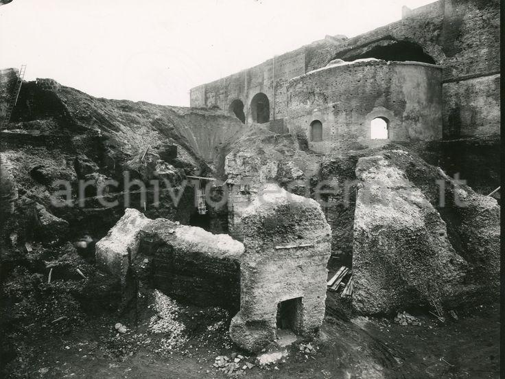 Demolizione della Collina Velia accanto alla Basilica di Massenzio...