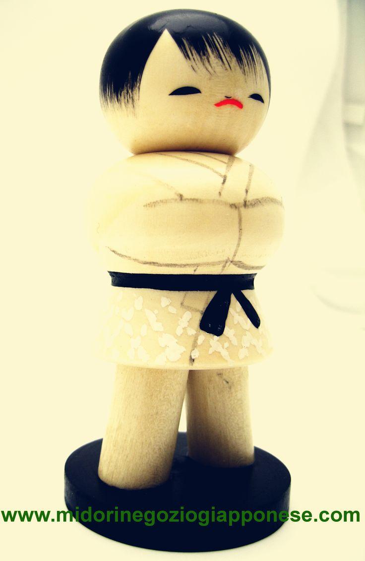 Kokeshi dedicata alle arte marziali giapponesi .. il Judo www.midorinegoziogiapponese.com/kokeshi