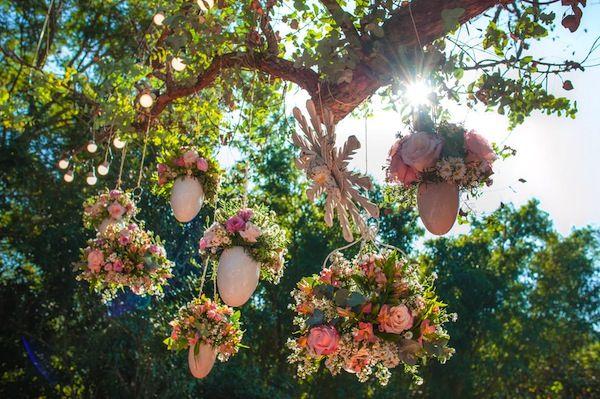Decoração rústica em tons de rosa quartz e serenity. Tudo criado com muito amor pela Karina Saab.