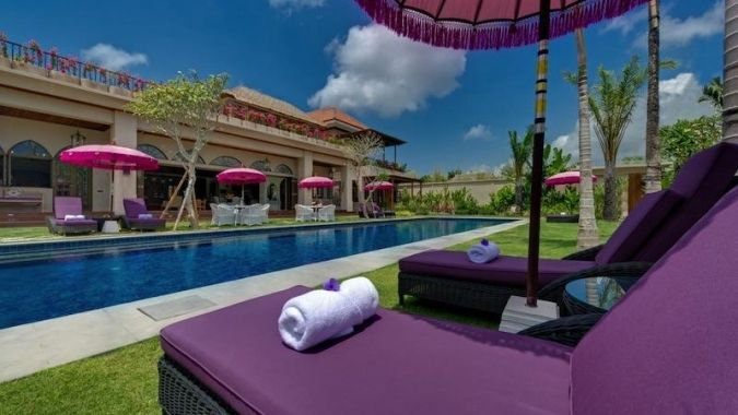 Villa Seminyak 015 - A true oasis with 6 bedrooms is a heaven of absolute luxury and serenity. This Bali villa is just a short walk along a discreet way away from the heart of buzzing Seminyak, a home to world-class restaurants, bars, hip cafés and nightclubs. www.balichicvilla.com/en/holiday-rental/villa-seminyak-015.html#