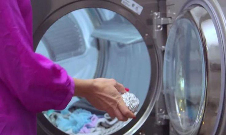 Quand vous saurez pourquoi elle ajoute toujours une boule de papier d'aluminium dans la sécheuse... Vous resterez surpris!