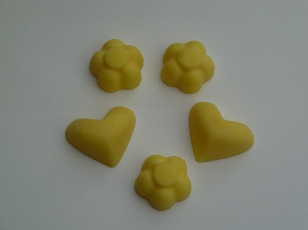 5 Grapefruit, Mandarin and Lime fragranced Eco Soy wax melts for oil burners. A tropical cocktail, close your eyes and you could be transported to a desert island, you will almost feel the warm Sun on your skin and the sand beneath your feet.