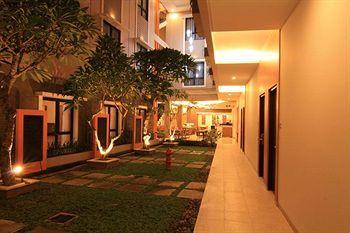 Hotel Jentra Dagen memanfaatkan setiap areal dengan baik untuk menciptakan akomodasi yang nyaman untuk memuaskan para tamu. Fasilitas seperti layanan jemput stasiun gratis, fasilitas spa dan pijat, transportasi bandara, layanan kamar 24 jam bisa kita nikmati disini. Book now http://www.voucherhotel.com/indonesia/yogyakarta/419028-hotel-jentra-dagen-yogyakarta/