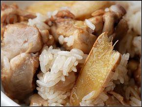 麻油雞給人深刻印象是溫補燥熱料理.但實際上...麻油雞若用對的烹調溫度和黑麻油,酒的量減少, 是不會燥熱的.入秋了, 來碗淡淡的麻油雞飯吧!! 【麻油雞飯】 《材料》長糯米300克(泡水2小時,瀝乾)