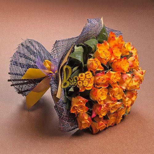 Оранжевый букет из 29 роз