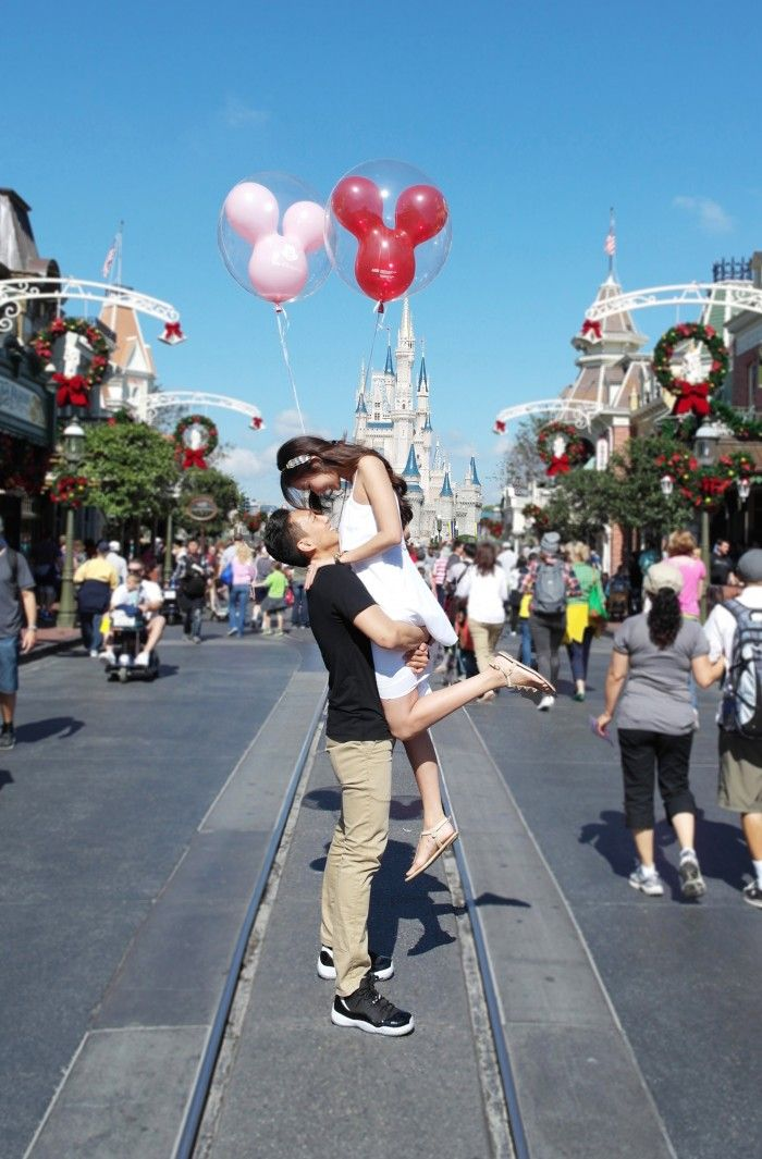 This scavenger hunt marriage proposal at Walt Disney World is fit for a princess.