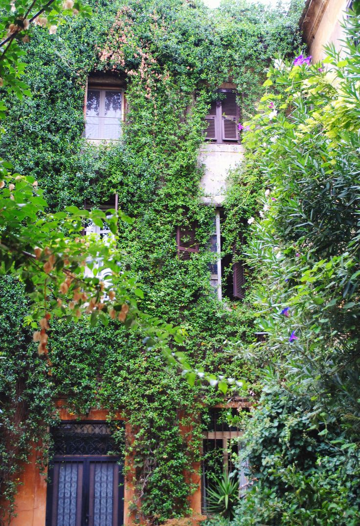 Trastevere is a really beautiful area in Rome, and while walking it is easy to spot beautiful fascinated places!