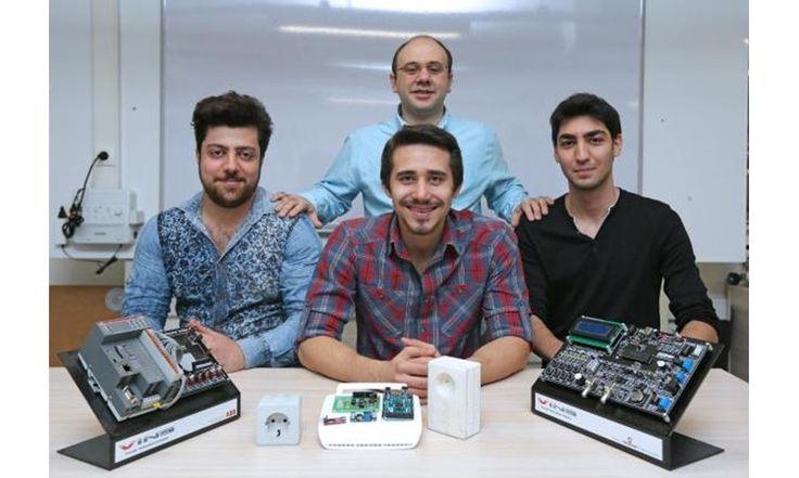 İzmirli Üniversite Öğrencileri, Telefonla Kontrol Edilebilen Akıllı Priz Geliştirdi