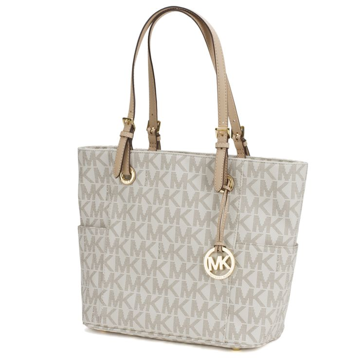 This Vanilla Michael Kors leather travel bag is perfect for the jet setting woman.