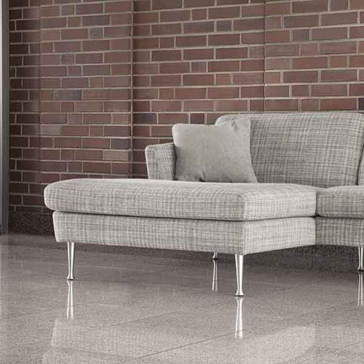 Store| Sits - Handgjorda stoppmöbler i hög kvalitet. TIMJAN är en soffa som har högre ben än vanligt vilket medför att städningen blir enklare. Dessutom får du en högre sits. Önskar du att göra soffan ännu mer bekväm kan du lägga till ett särskilt nackstöd som ger stöd åt både huvud och nacke. Timjan finns att få i bl.a. hörnsoffa, 2-sits, 3-sits och som fåtölj. Förutom flera färger kan du också välja att få TIMJAN i läder av hög kvalitet.