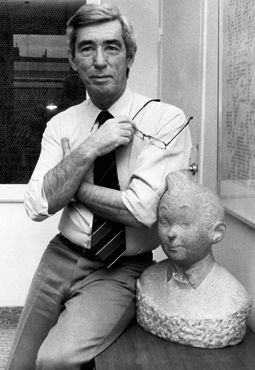 Hergé with a statue bust of Tintin • Herge, Tintin et moi