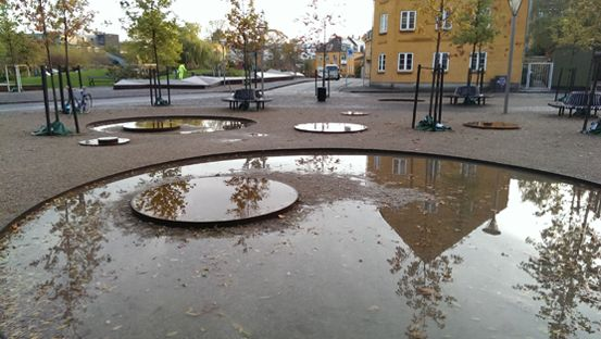 Small City Garden, Valby / rainwater management solution; round basins in different sizes / 1:1 landskab