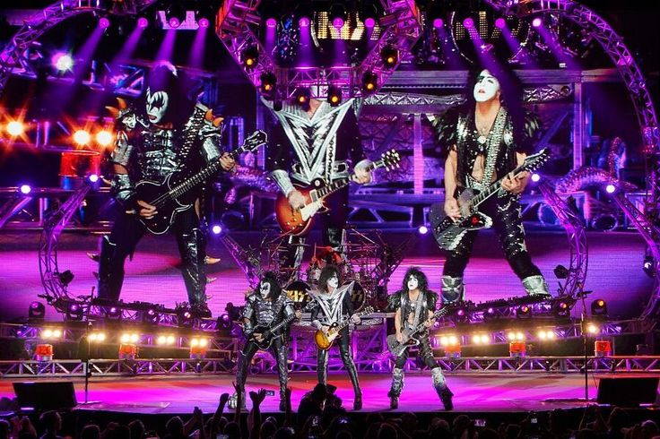 #KISS' 40th Anniversary Tour with @def_leppard rocks Sleep Train Amphitheater in Wheatland, CA tonight! @KATLofficial pic.twitter.com/Q6xPrc8ClM