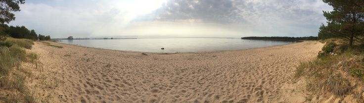Panoramabild över stranden vid Alet.