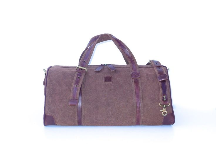 This tatyZ holdall is a chic travel solution. Ideal overnight or weekend bag, can be used as carry-on baggage on airlines or thrown in the back of the car for a weekend away or a visit to the gym or sports club.