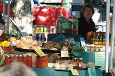 Noosa farmers markets. Sunday