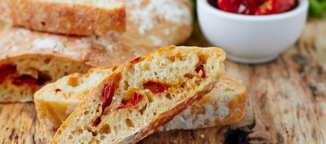 Serveer dit brood gewoon met boter. Heerlijk bij de soep ofzo. Of bak er een plat brood van dat eruit ziet als een Turks brood (dit doe ik altijd,...