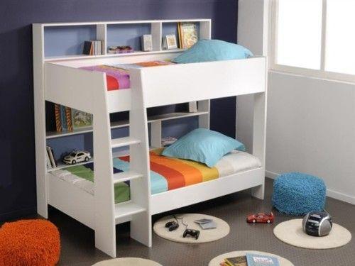 Dormitorio para niños con cama litera pequeña.