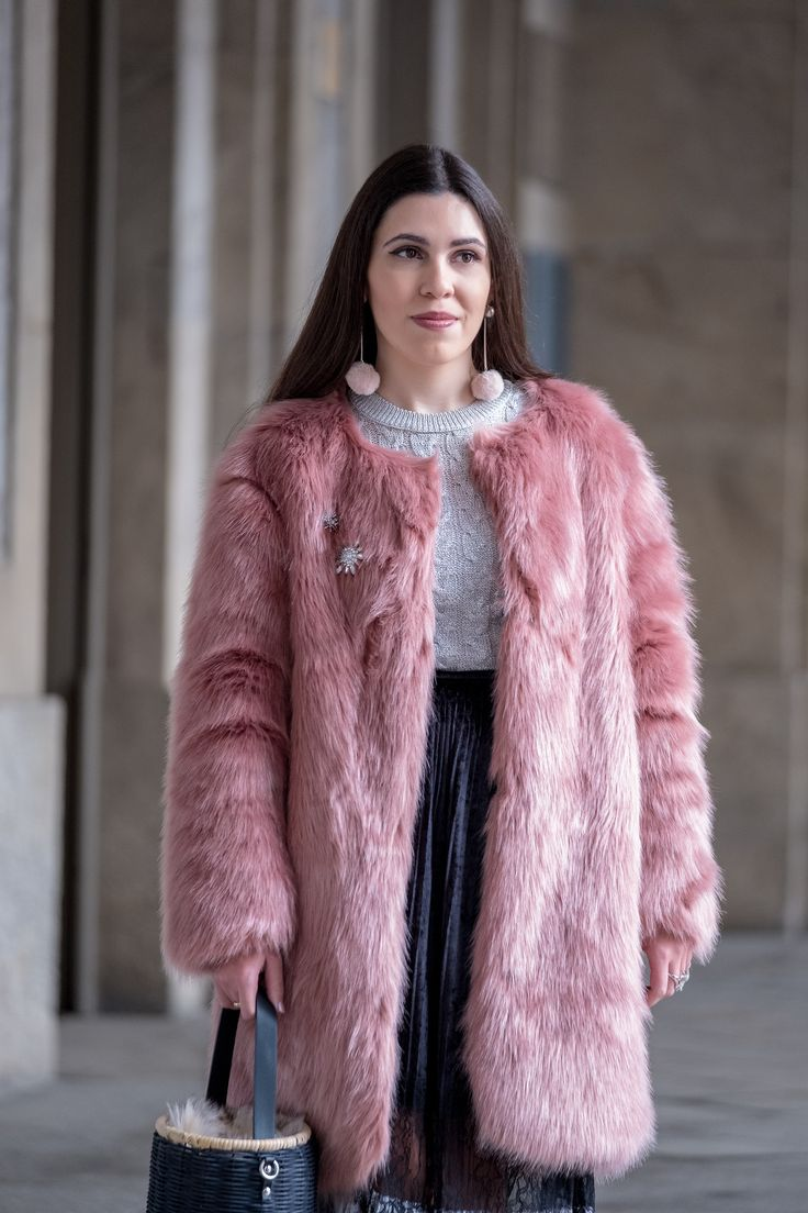 The 10€ shoes that make any outfit stand out -  #big #black #Bow #Brooch #crystal #Earrings #FauxFur #Heels #lace #Mango #Metallic #PalePink #platedskirt #pompom #Skirt #Stradivarius #style #Tips #Velvet #zaracableknit