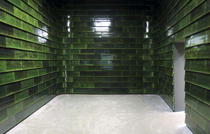 Groene Kamer / Slang 2001-2002   gebakken klei, glazuur  referentie afwerking spelersgang