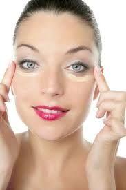 Come togliere una maschera gelatinosa da una faccia per togliere lavando o togliere