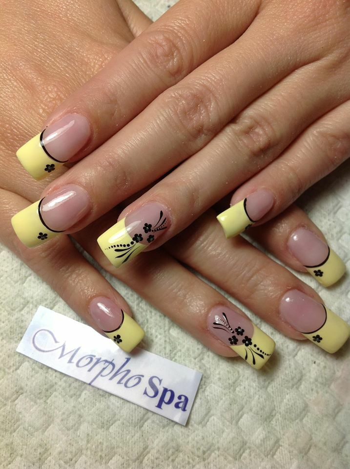 Amarillo con negro Yellow French nails