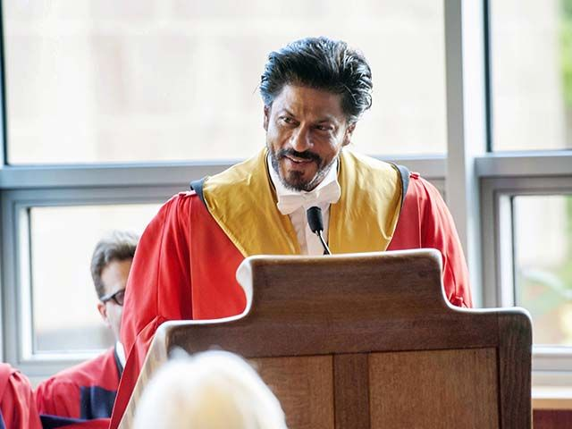 Shahrukh Khan Receiving His Honorary Doctorate From Edinburgh! 7 Witty Things He Said