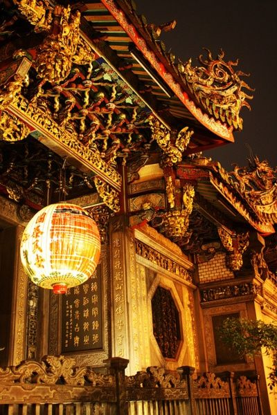 Pinterest user 綠君 王 tells me that this is Longshan Temple, famous old temple in Taipei, Taiwan