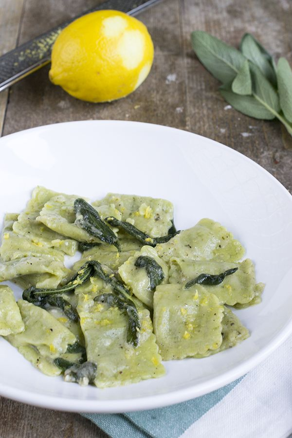Spinazie ravioli met salie, botersausje en citroen | makkelijke maaltijd | via brendakookt