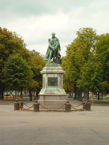 Statut du Général Drouot à Nancy, cours Léopold.